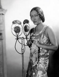 mothgirlwings:  Gloria Swanson on the radio