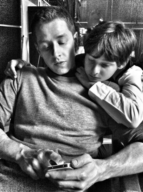 aurore59:   What's That App?  Jared Gilmore (Henry) spends some time with his on-screen grandfather Josh Dallas (David Nolan/Prince Charming)
