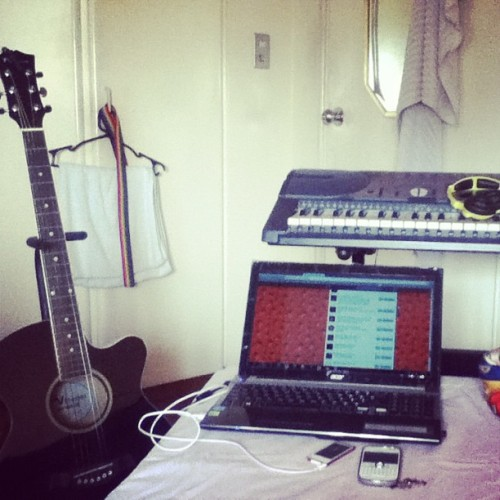 My own studio. #MedjoFeeling 🎹🎸💻
