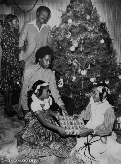 CHRISTMAS EVE WITH THE BROWNS December 22, 1976 - Willie Brown and wife Liz celebrate Christmas with their children Willie Jr, Allison and Antoinette. (Photo by Howard Erker / Oakland Tribune Staff Archives)