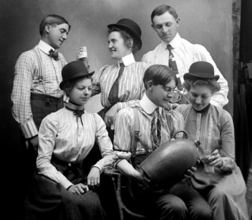 lostsplendor:  Young People Drinking, 1900 (via The Selvedge Yard)