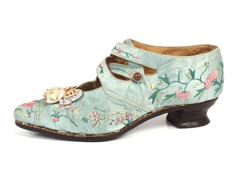 queenbee1924:  Embroidered Silk Shoes, USA, 1914-20 | Victorian/Edwardian fashion)