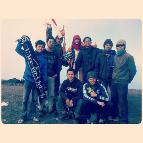 3676 mdpl, full team! #semeru #mountain #mahameru