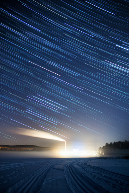 galaxyshmalaxy:  Star trails at lake Päijänne (by Palosaari)