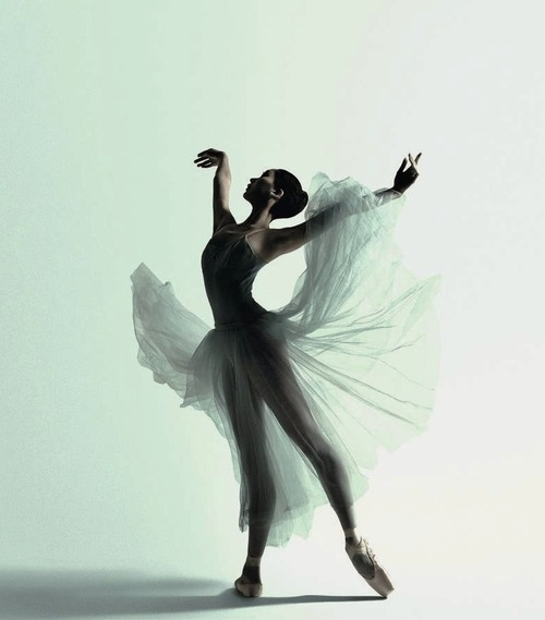 Natasha Kusen, The Australian Ballet, Serenade.  Photograph Justin Smith.
