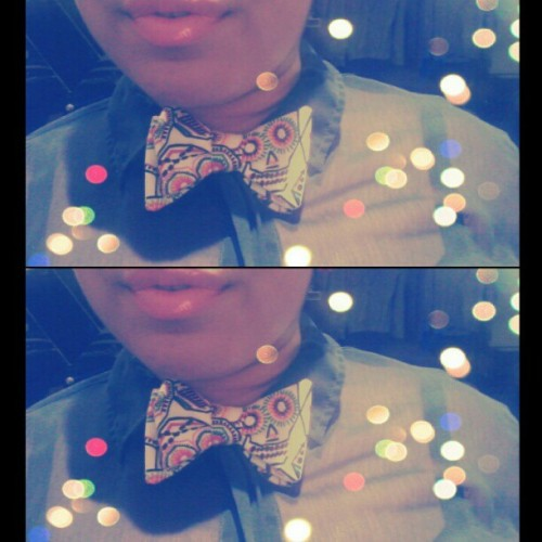 Rocked my #FHCOLLECTION #Bowtie today!! W/ #MAC #VegasVolt & #Archiesgirls #Betty #KissandDontTell lipgloss … #Anaje #sculls #diadelosmuertos #colorful #onsalenow