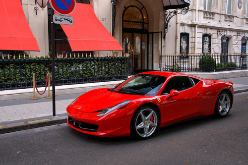 autoinspiration:  Ferrari 458 Italia by navnetsio on Flickr.