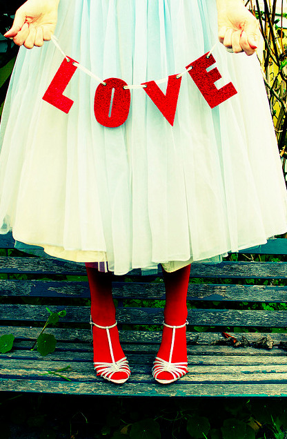 A pretty pop of color, courtesy of tomato red tights. (via 99 Love Balloons)