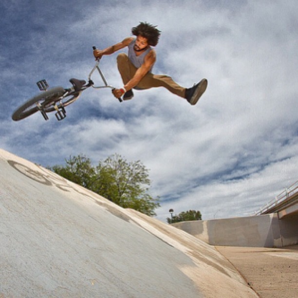 theshadowconspiracy:  Lahsaan Kobza @lahsaankobza with the steeziest of downwhips. Shot by @loofalee. - Chadwick #theshadowconspiracy