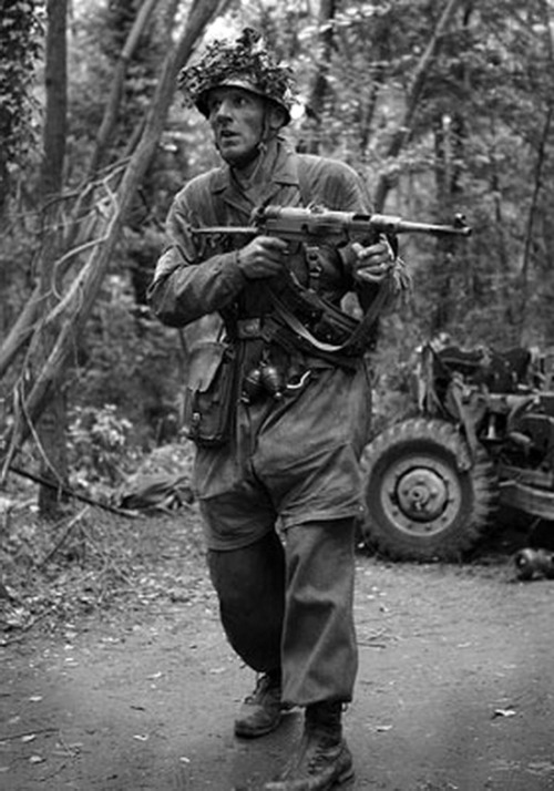 German paratrooper with an MP40