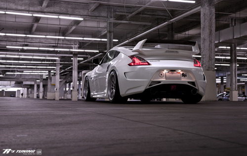 carpr0n:  Rolling out Starring: Nissan 370Z (by gtkiller)