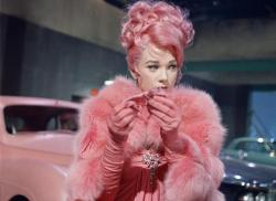 Shirley Maclaine in What a Way to Go!