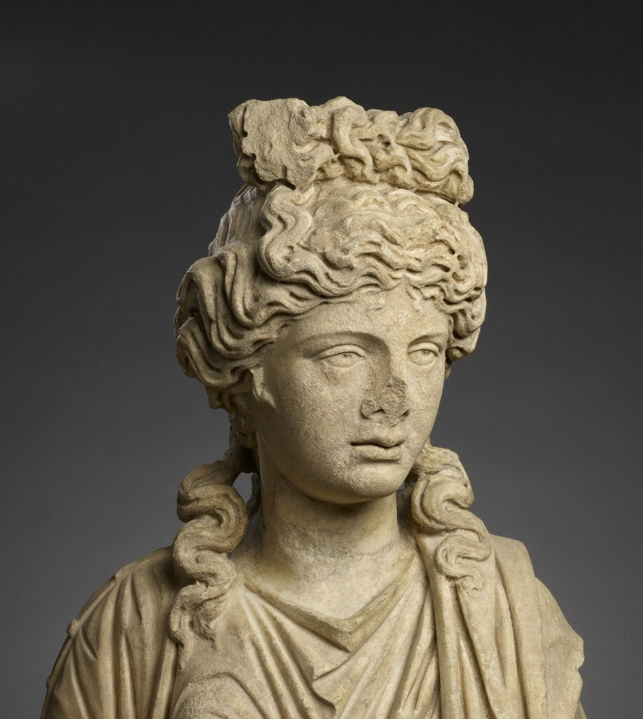 statue of aphrodite hygieia