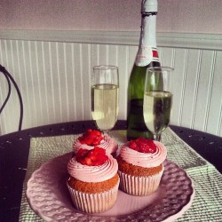 #strawberry #champagne #cupcakes for #newyears.  What you don't know is that's a bottle of #cheap #Andre in the background.  #work  (at Little Cake Bakery)