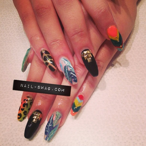 THE TROPICALIA NAIL for @stephandnails! Did the banana leaf nail inspired by @naominailsnyc! #nailswag #nails #nailart #naillabo #nailartclub #nailsontour #swag #sparklesf #sf