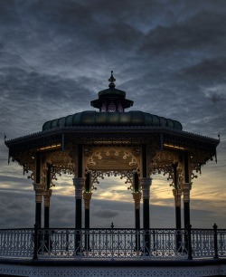 bluepueblo:  Dusk, Brighton, England photo via edmund