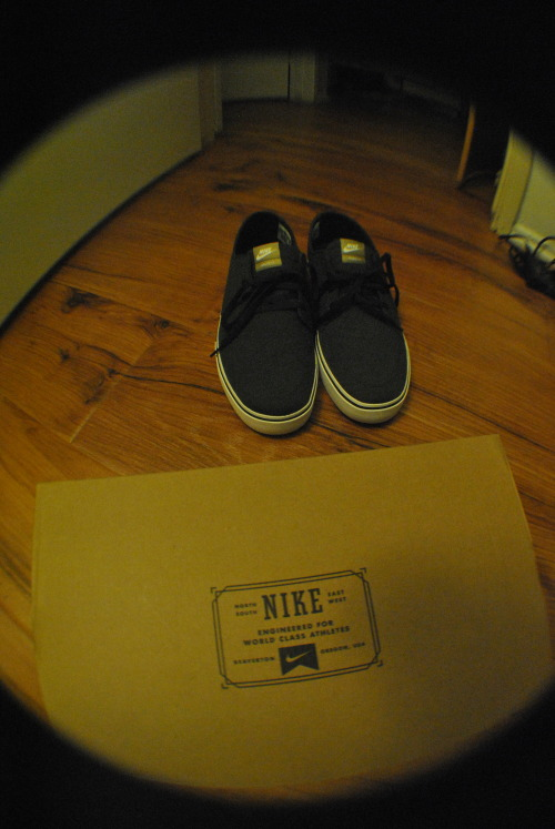 mvttic:  dope fresh new kicks.