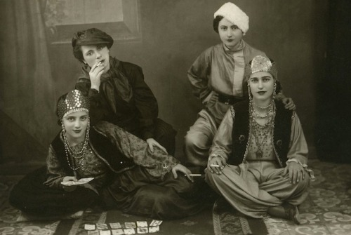 lauramcphee:  Yaya and friends, Athens, c1927