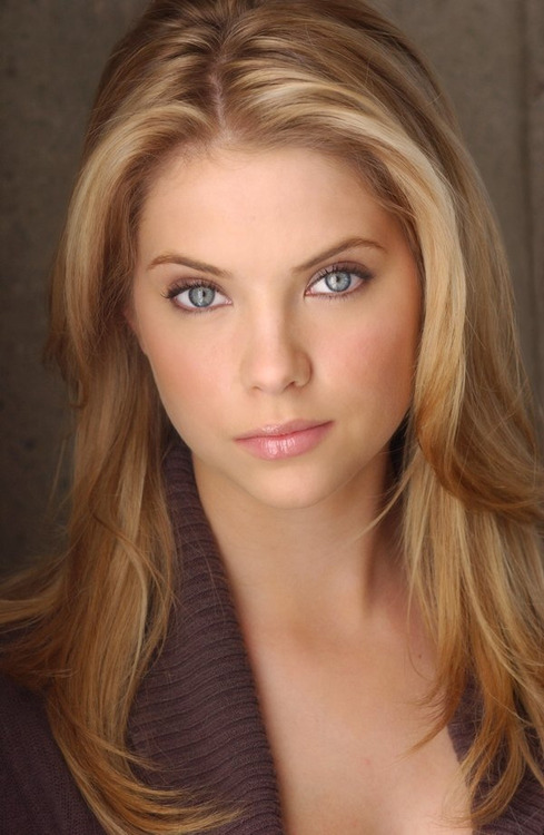 Pretty Little Liars star Ashley Benson is a good actress and oh so pretty! Ashley Victoria Benson is best known for her role as Abby Deveraux on Days Of Our Lives, and Hanna Marin on Pretty Little Liars Like tv? Look at the Ashley Benson videos at www.TVRobot.com