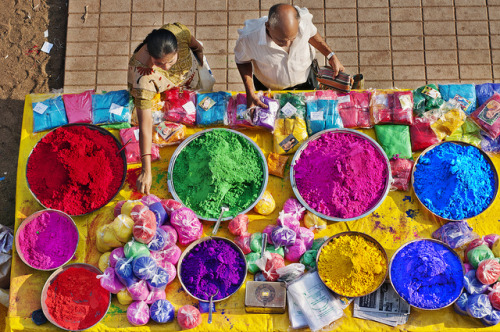 hindibindi:  smile-arigatou:  HOLI RE!  THOSE COLOURS *_*