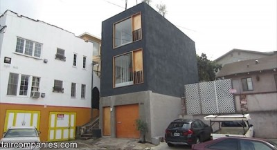 Skinny Small House in LA with Recessed Kitchen and Solid Door BalconyThis skinny small house in LA is brought to you by Kirsten Dirksen of Faircompanies. This architect…View Post