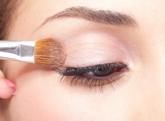 Τα καλλυντικά - τα μάτια σας και οι φακοί επαφής