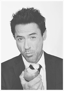 holyshitisbatman:  Downey en We Heart It. http://weheartit.com/entry/60085426/via/secretgardenn  Love.