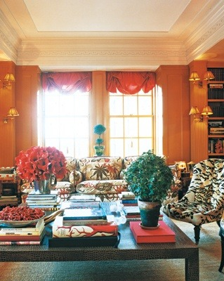 We all know how I feel about the orange library in Tory Burch's Upper East Side apartment. I mean just look at the amount of little shaded sconces. C'mon.
