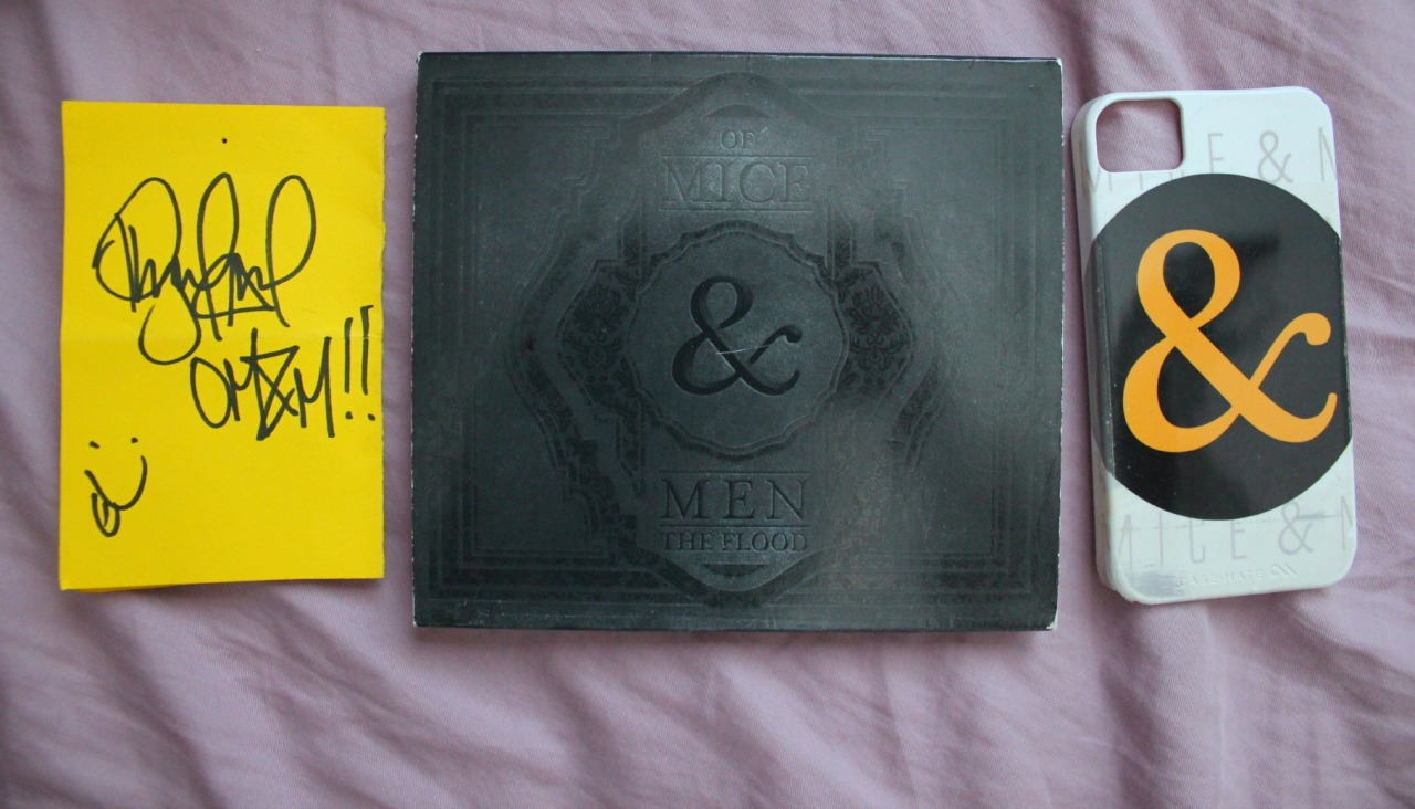 verbalxrisk:  Little OF MICE & MEN giveaway: Rules Reblog (likes DO NOT count)  MUST be following me Includes The Flood CD Signed paper by Phil OM&M Iphone 4 case I'll pick the winner randomly on June 1st so you have like a month (the more you reblog the better the chance) I'm getting an iphone 5 so I won't have a use for that phone case anymore NOTE: It is a bit damaged on one side but hey ITS FREEE