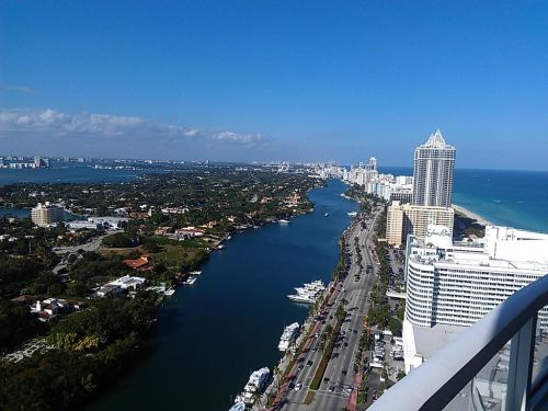 Fontainebleau, Miami - Awesome view of the Miami Skyline - Need more information about Luxury Condos in Miami. Don't hesitate to call me. I am a Luxury Market Real Estate Specialist.
