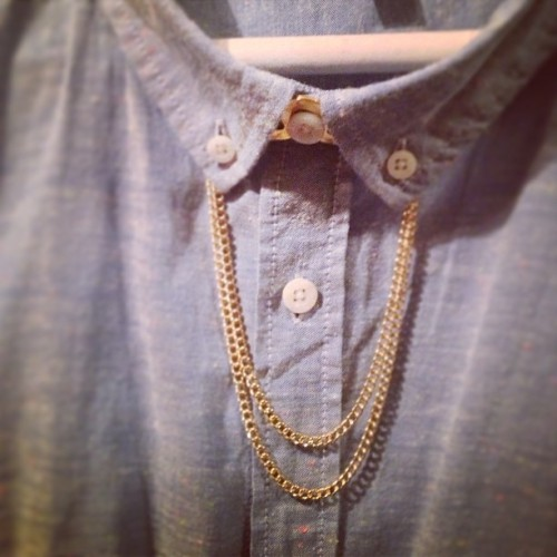 Shirt chain?! Well shit the bed and call me shirley! I love it! Lol #shirt #chain #fashion #ithinkitsfashion???