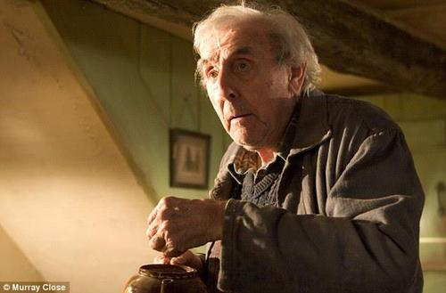 harrypotterconfessions:  I really admire Frank Bryce. He was the man who lived, for decades, as the centre of suspicion and dislike. He was the man who faced Voldemort - who faced the unknown - with his back straight and who was the man, in his final appearance in the peak of Harry's duel, who encouraged Harry to keep on fighting.
