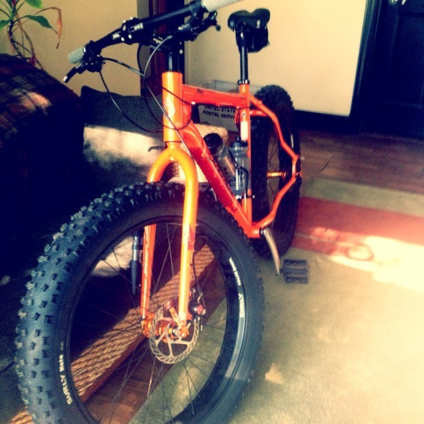 Check out this bike!! It's called Salsa Mukluk Ti  thing is intense!! It rides in show/beach/and mountains 😭😭. Zombie Apocalypse check list lol. #salsa #mukluk #bike #ride (at Grant Park)