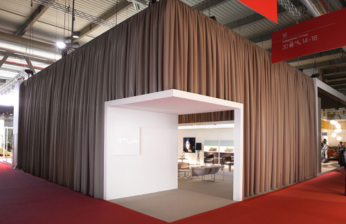 The STUA stand in Milano was closed, with Kvadrat curtains, to give a theatrical feeling. STUA Design Etc