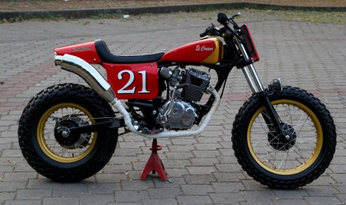 Another bike from Studio Motor. This time a Street Tracker. A Honda Tiger with Yamaha TW200 swingarm and wheels.