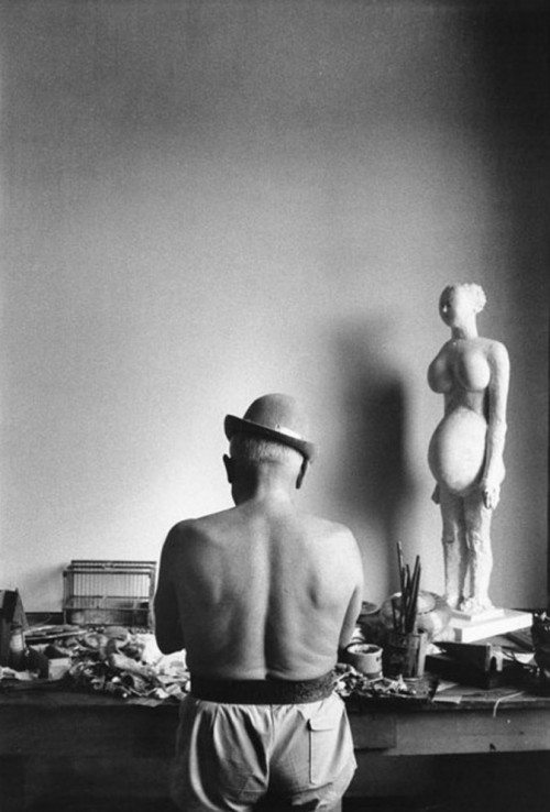 blue-voids:  David Douglas Duncan - Pablo Picasso in his studio, 1950