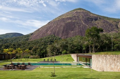 JN House by Jacobsen Arquitetura The mountains of Petrópolis was the scenery chosen by a Carioca couple to spend their weekends and holidays.