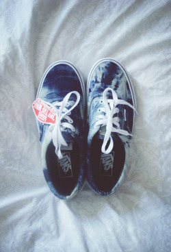 vvhadup:  kind of in love with my new vans aaaah