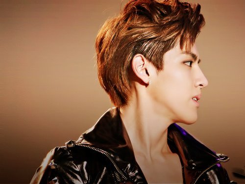 infinitymyungyeolkray:  Kris. His name is.