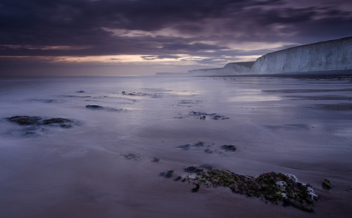 thehebrewhammer514:  Twilight at the Seven Sisters from Birling Gap #2 by JamboEastbourne on Flickr.