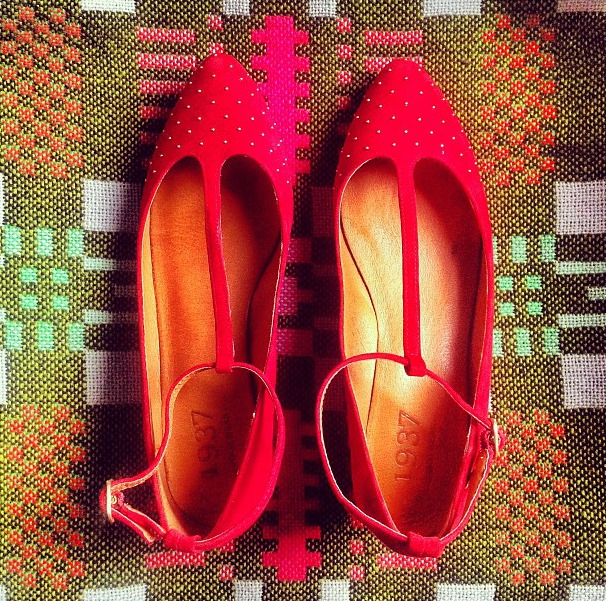 eBay Search Alert: 1937 Red Flats Here's a pair of adorable shoes we're jealous we don't already own. They were snapped by Refinery29, showing off Madewell's shoe line called 1937. We suggest you pop these into your eBay Feed for whenever they turn up on eBay. (Photo: Courtesy of Refinery29. Text by Jauretsi)