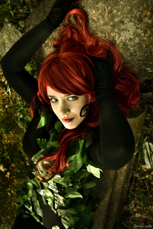 arubacrazyworld:  My costume of Poison Ivy (Birds of Prey) Photo and edit by Florencia Sofen Muir (Jillian)