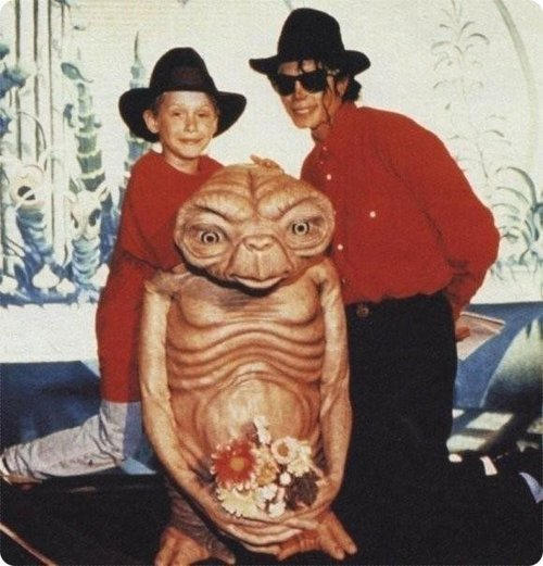 Remember that time Macaulay Culkin and Michael Jackson wore matching outfits to hang out with E.T.? [via Sofa Chips]