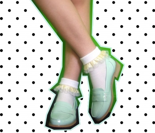 DIY Ruffle Socks  Ten minutes from now, you could be wearing these.
