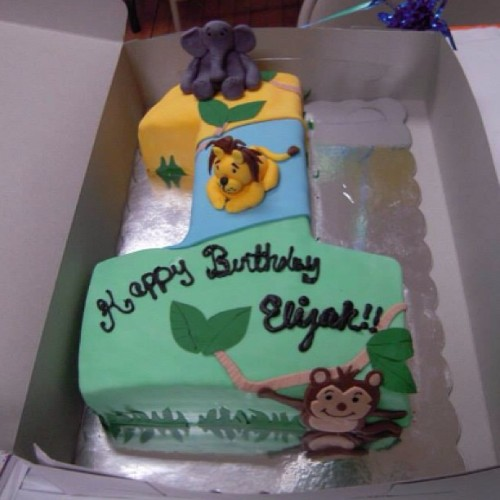 I loved this cake soo much! She makes the best cakes 😋 @lookatdemcakes