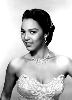 theniftyfifties:  Dorothy Dandridge  She was so gorgeous.