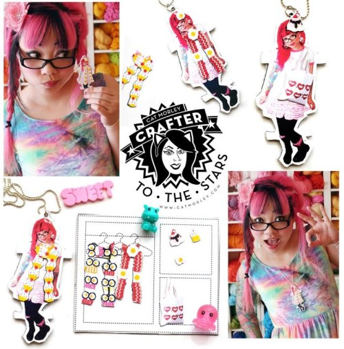 DIY Magnetic Layered Paper Doll Necklace Tutorial from Cut Out + Keep here. Really cute idea and you can buy these magnetic sheets at the Dollar Store (at least at mine). You can also use these inkjet magnetic sheets for poetry magnets etc… and store them in an Altoids Tin.