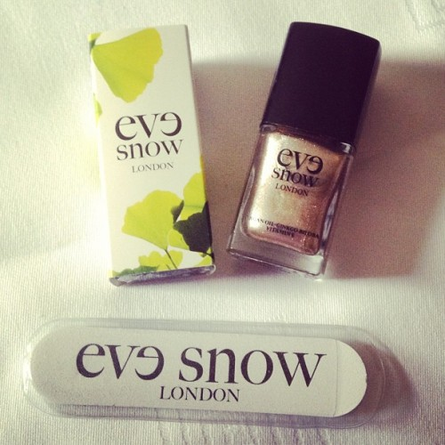 Love this new Argan oil infused nail varnish from Eve Snow and this is my favourite shade, Prima Donna #nails #nailswag #nailart #mani #manicure #manicuremonday #manimonday #nailfile #nailvarnish #nailpolish #britishbeauty #beauty #bbloggers #evesnow