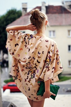(vía Loose Butterfly Blouse)