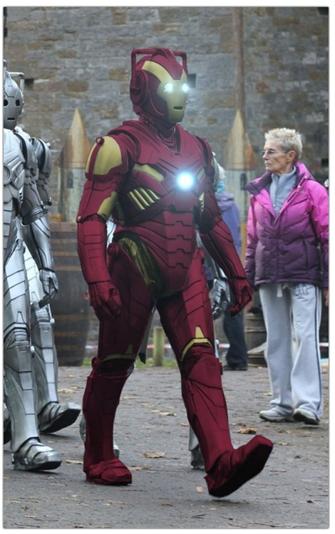 The design of the new cybermen from Doctor Who remind me totally of Iron Man!!
